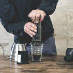 Préparation de café avec Aeropress